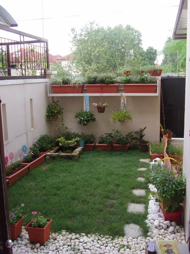 Small Garden Design With Hanging Planters And Uniform Looking Pots