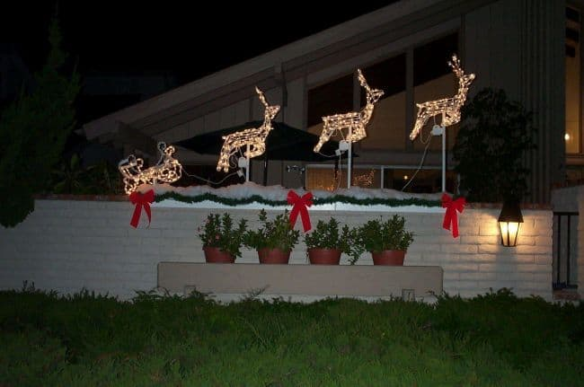 diy christmas lawn decor with lit up sleigh and reindeer christmas yard decoration ideas